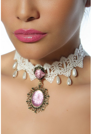 Elegant gothic necklace with rose