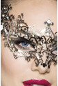 Nezvyčajná kovová maska