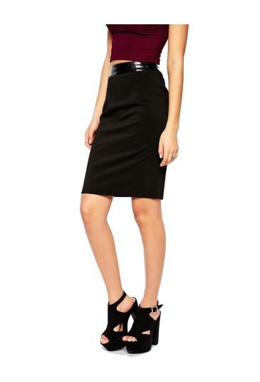 Elegantná čierna sukňa s koženkovým pásom