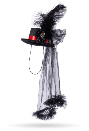 Gothic with hat with skull and feather