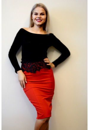 Elegant red pencil skirt with embroidery belt
